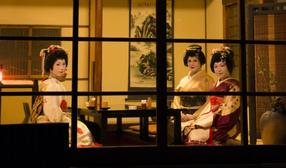 Be Relaxed and Entertained at a Geisha Banquet in Tokyo